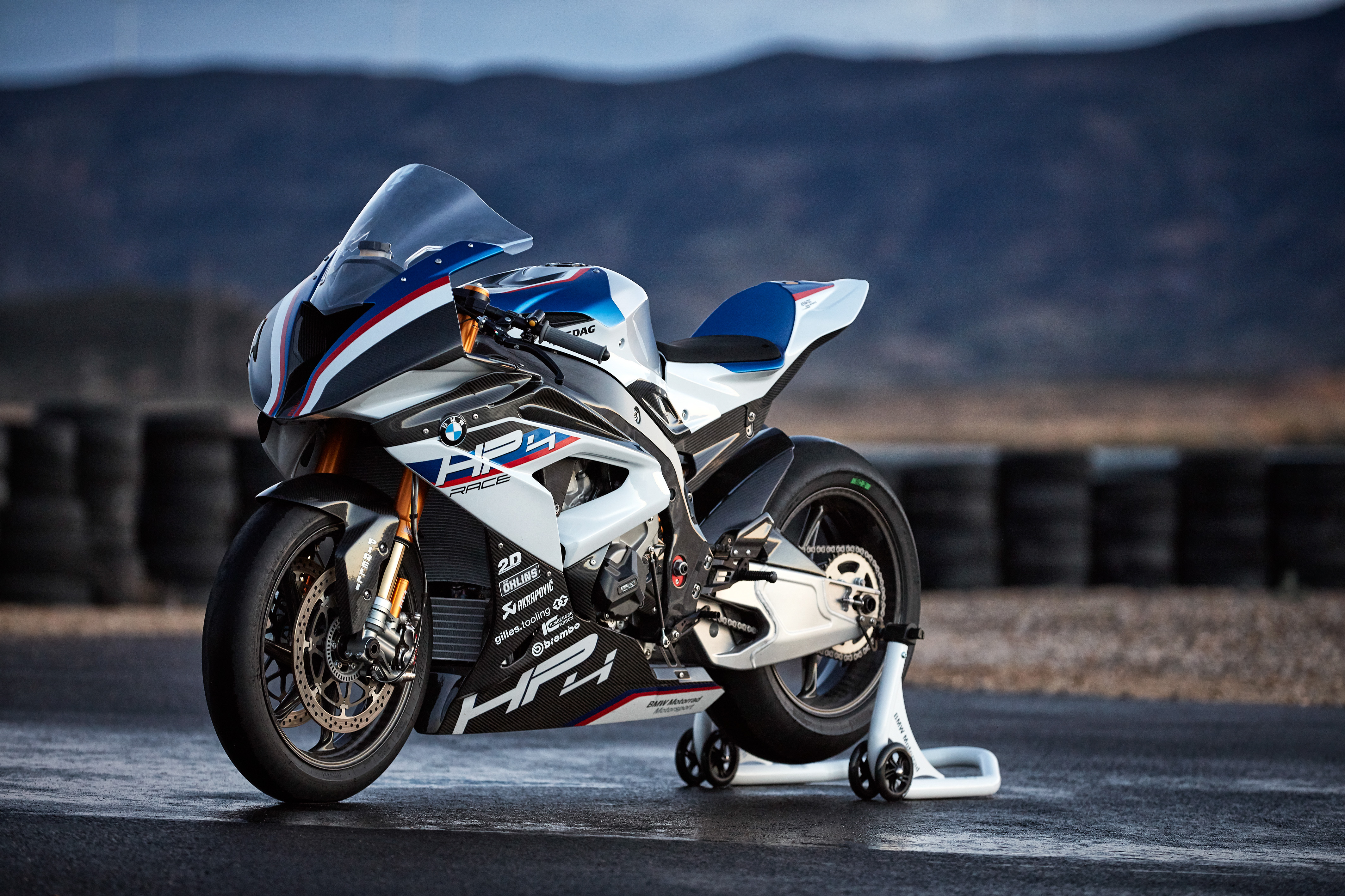 Kawasaki H2r Vs Bmw Hp4race Let The High Speed Hostilities Resume The Bike Shed Times